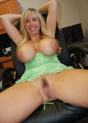 Collection Hot Housewife Tits Pictures - Amateur Adult Gallery